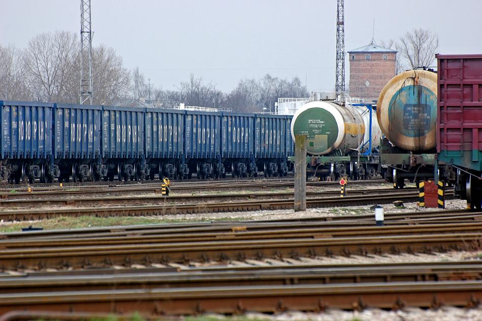 dzelzceļš vilciens krava tranzīts
