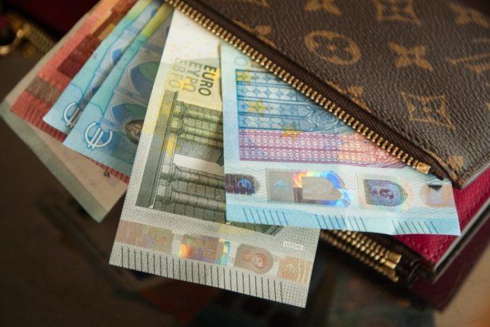 Nākamgad nodokļu izmaiņu dēļ algai vajadzētu pieaugt