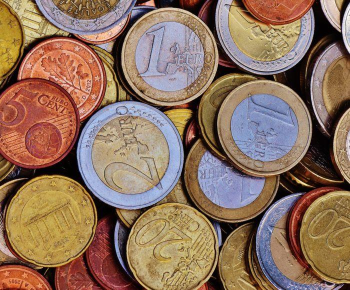 Saeima lemj, kādi būs minimālo ienākumu sliekšņi