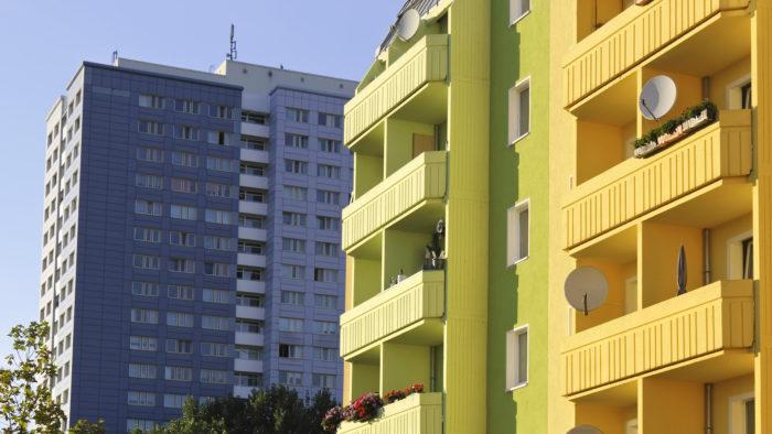 Kā piedziņas procesā tiks segti parādi par māju pārvaldīšanas un komunālajiem izdevumiem?