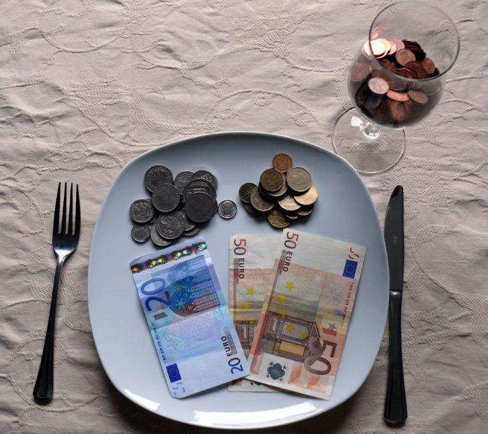 Saeima pirmajā lasījumā atbalsta likumprojektā paredzētās minimālās sociālās iemaksas