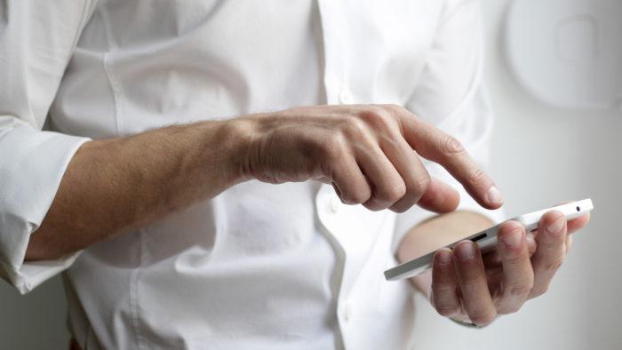 Kā iegrāmatot tālruni, kas iegādāts uz nomaksu