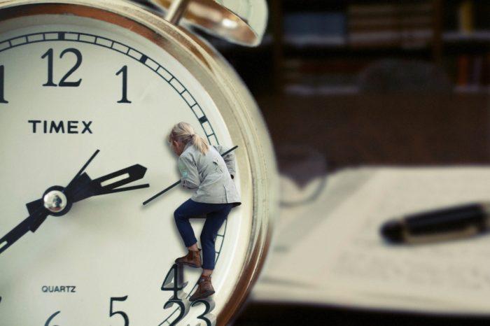Neaizmirstiet: pulksteņa rādītājus 25. oktobrī  jāpagriež vienu stundu atpakaļ!
