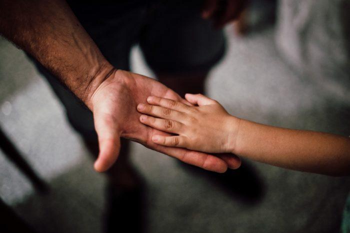 Parādniekam saglabājamo līdzekļu apmērs par apgādībā esošu nepilngadīgu bērnu vēl gadu netiks mainīts