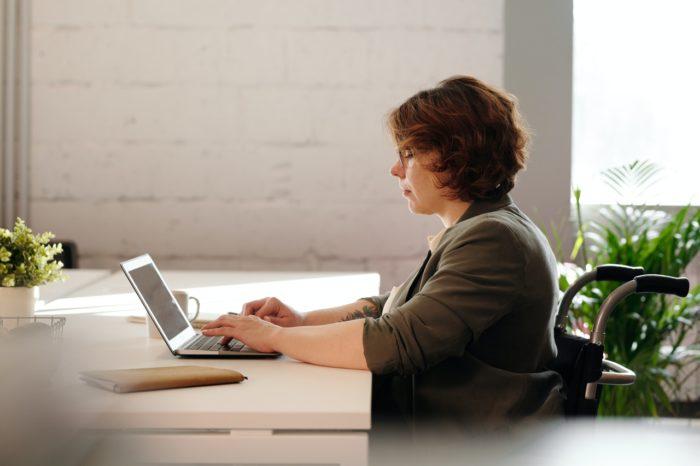 Izmaiņas darba attiecību regulējumā, kas saistītas, uzteicot darbu personai ar invaliditāti