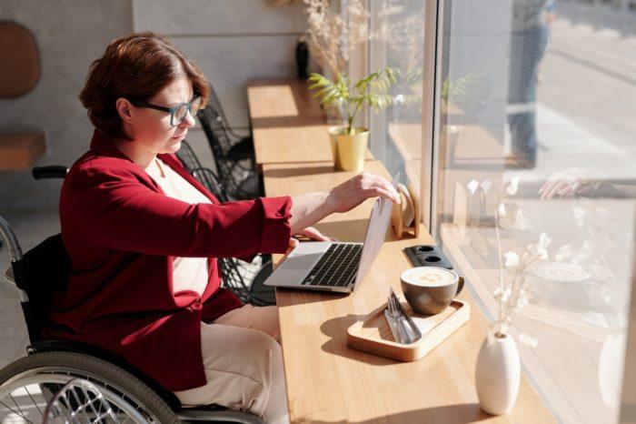 Tiesa par diskriminējošu atzīst darba devēja prasību pēc noteiktas izziņas iesniegšanu par invaliditātes atzīšanu