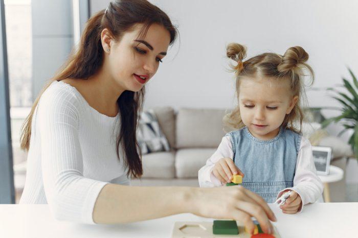 Izmaiņas nodokļu maksāšanas režīmos arī bērnu pieskatītājiem
