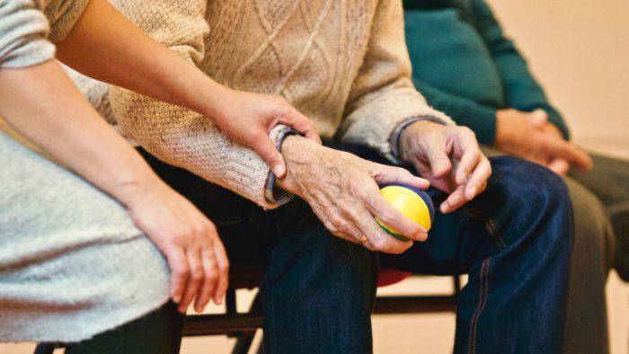 Vakcinētie seniori saņems 20 eiro ikmēneša pabalstu