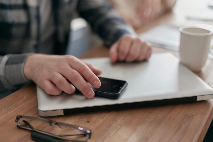 Kas grāmatvedim jāzina par nodokļa rēķina nosūtīšanu elektroniski?
