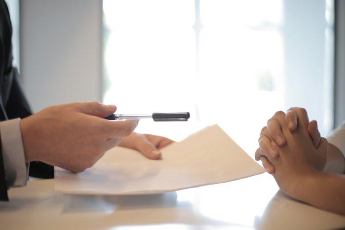 Noteic, kādā uzņēmējdarbības formā var strādāt notāri un tiesu izpildītāji